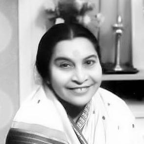 Shri Mataji's smiling, Portret